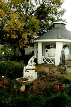 @statues @Villa Maria Guest Lodge.