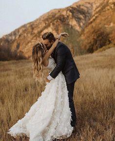 Floral Wedding Gown, Elegant Wedding Dress, Chic Wedding, Dream Wedding, Country Wedding Dresses, Long Wedding Dresses, Wedding Gowns, Laid Back Wedding, Boho Bride
