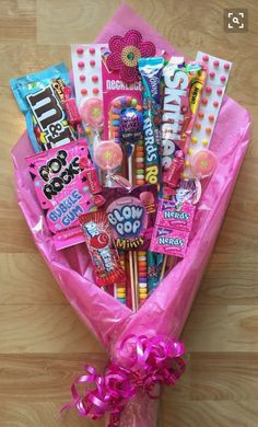 Best DIY Christmas Gifts for Kids 2018 Candy Bouquet! Perfect gift for Dance Recitals! Craft Gifts, Diy Gifts, Noel Gifts, Diy Dance Gifts, Dance Team Gifts, Dance Teacher Gifts, Best Teacher Gifts, Candy Crafts, Christmas Gifts For Kids