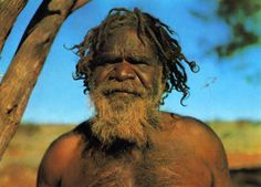 Good on a walkabout with an aboriginal guide Aboriginal Man, Aboriginal History, Aboriginal Culture, Aboriginal People, We Are The World, People Around The World, Wonders Of The World, Australian Aboriginals, Australian People