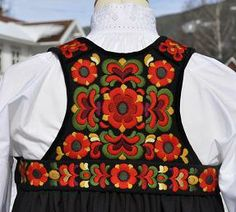Folk Costume, Costume Dress, Costumes, Folk Fashion, Ethnic Fashion, Norwegian Vikings, Skor, Folk Embroidery, Color Shapes