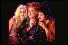 Hocus Pocus is hands down one of the best Halloween movies and a must-watch on Freeform's 31 Nights of Halloween. Halloween Film, 31 Nights Of Halloween, Group Halloween Costumes, Holidays Halloween, Easy Halloween, Halloween Party, Halloween Table, Halloween Signs, Disney Halloween