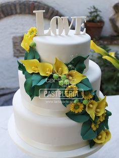 Tarta de boda romántica, rosas, camafeos, wedding cake, vintage, blanco, pink, black, rosa, pastel, perlas, lazo, negro, encajes, verde, ranunculus, florecillas, flores, flower, amarillo, calas, hojas, amor, love