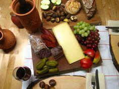 von kuechenereignisse.com  Wenn man nicht kochen will, ist ein Törggelen sehr willkommen. Was das ist, wusste ich bislang nicht. Aber in (Süd-)Tirol, dort kennt man sich aus.