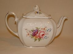 Beautiful Vintage Tea Pot, Windsor England