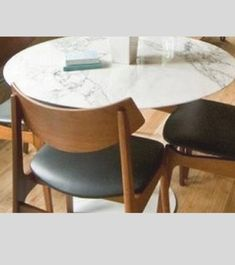 White Italian Carrara quarried marble, thick with a bevelled edge as per the original Saarinen design. Underneath of marble is keyed appropriately to f. Tulip Dining Table, Dining Table Chairs, Dining Room, Round Dining, Carrara Marble, Marble Top, Wire Bar Stools, Bar Stools For Sale, Foot Rest