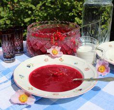 """STEW WITH RED CURRANTS & BLACK CURRANTS SERVED WITH MILK is a Danish specialty: """"Rødgrød med fløde"""" - favorite dessert <3 http://marlenesmadblog.dk/"""