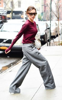 Victoria Beckham from Best Celeb Street Style From NYFW Fall 2017 Spotted: Celebs at New York Fashion Week and they're looking mighty fine.Check out VB's low-rise, oversized trousers (which are basically becoming the designer's signature). Victoria Beckham Outfits, Victoria Beckham Stil, Viktoria Beckham, Skinny Celebrities, Look Formal, Celebrity Style Inspiration, Street Style Looks, Look Chic, Facon