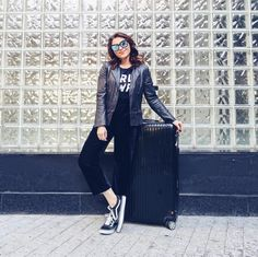 """Lu Ferreira no Instagram: """"Foco no conforto pro look de viagem ☺️ (e no preto, pq sou desastrada, então se derrubar alguma coisa tá tudo certo kkk)"""" • Instagram"""