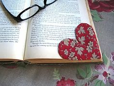 Sew Many Ways…: Tool Time Tuesday…Fabric Heart Bookmark - Top-Trends Small Sewing Projects, Sewing Projects For Beginners, Sewing Hacks, Sewing Tutorials, Sewing Crafts, Sewing Patterns, Heart Bookmark, Fabric Hearts, Book Markers
