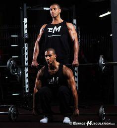 Le soulevé de terre est un exercice issu du Powerlifting qui permet de travailler énormément de muscles, principalement ceux du dos et l'arrière des jambes.