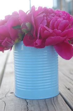 Just used these for the school fundraiser centerpeices, a little spray paint & instant vases!