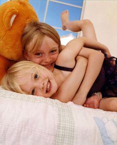 Dakota & Elle Fanning childhood photo  http://celebrity-childhood-photos.tumblr.com/
