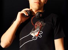 A Fun T-shirt With A 'Hand' That Helps You Hold On To Your Mobile Device - DesignTAXI.com