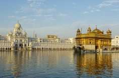 The Golden Temple Harmandir Sahib, spiritual n cultural center of de Sikh Religion, Amritsar, Penjab_ India