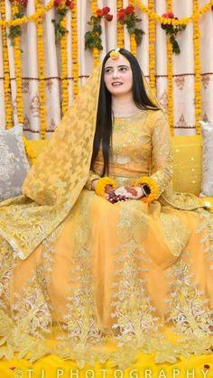 Latest Bridal Dresses, Bridal Mehndi Dresses, Pakistani Bridal Makeup, Desi Wedding Dresses, Bridal Dress Design, Party Wear Dresses, Bridal Outfits, Bridal Lehenga, Pakistani Fancy Dresses