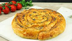 Savory ham and cheese pastry spiral. What's hidden inside this curvy puff pastry spiral is unendingly juicy and tasty. It will all be gobbled up in one piece! Quiches, Cheese Recipes, Cooking Recipes, Mozzarella, Cheese Pastry, Phyllo Dough, Sandwiches For Lunch, Snacks Für Party, Cheat Meal