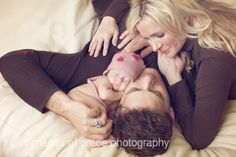 LOVE this pose for a newborn photo shoot