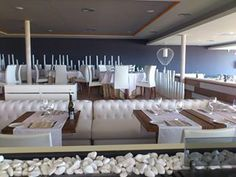 Restaurante Fosbury Conference Room, Candles, Nice, Table, Furniture, Home Decor, Restaurants, Decoration Home, Room Decor