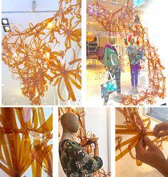"""Vidriera Marzo 2015. """"Con perfume a miel...Instalación orgánica moderna, basada en la utilización de la luz y recortes modulares de acetato,con la intencion de crear un ambiente en movimiento regido por la naturaleza."""" Realizacion Jorge Nogueira."""