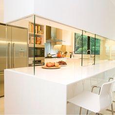 Closing off an open-plan kitchen or semi open-plan kitchen design Semi Open Kitchen, Small Open Kitchens, Open Concept Kitchen, Open Plan Kitchen, Kitchen White, Closed Kitchen Design, Luxury Kitchen Design, Luxury Kitchens, Glass Kitchen