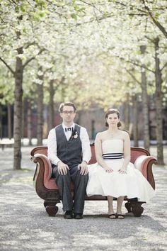 retro Brautpaar im 50er Jahre Styling mit schwarz weissen Accessoires (Foto: Hanna Witte) (http://www.noni-mode.de)