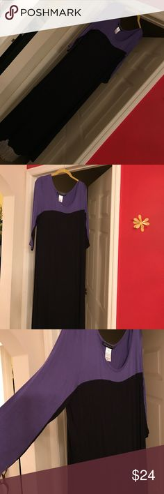 PRETTY COLOR BLOCK MAXI DRESS Great Condition. Can be worn with or without belt addressing woman  Dresses Maxi