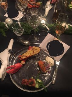 New years Starter Lobster au Gratin Scallop woth sweetpea cremé and caviar of Kalix toast [Homemade] http://ift.tt/2iBDwUF