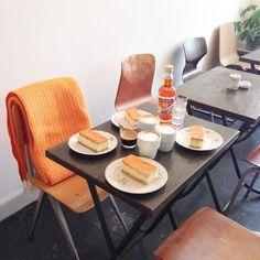 Ben jij ook in oranje stemming? Wij zijn deze ochtend begonnen met een oranje tompouce en een oranjebitter! De winkel is tot 17uur geopend. #fint #fintstore #conceptstore #oranje #orange #tompouce #oranjebitter #koningsdag #holland #dutch #coffee #living #decoration #koningsdag #oranjeboven #art #accessoires #furniture #vintage #gifts #homedecor #living #bierkade #blokzijl #open #shop #store by fint_store