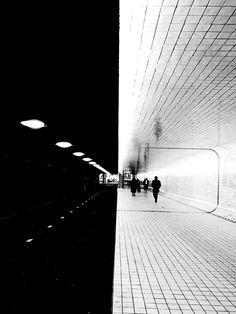 Street Photographer Captures the Solitude of Urban Life Through Light and Shadow Shadow Photography, Minimal Photography, Dark Photography, Creative Photography, Black And White Photography, Serge Najjar, Shadow Architecture, Black And White Aesthetic, Art Abstrait