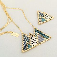 choosing the right bead for brick stitch - Ecosia Seed Bead Jewelry, Beaded Jewelry, Handmade Jewelry, Seed Bead Patterns, Beading Patterns, Beading Projects, Beading Tutorials, Art Perle, Bead Loom Bracelets