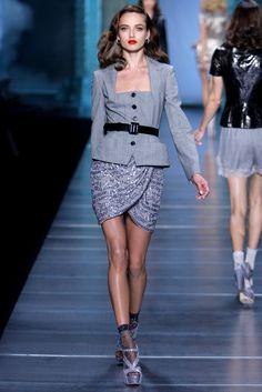 Christian Dior Spring 2010 Ready-to-Wear Fashion Show - Karmen Pedaru (IMG)