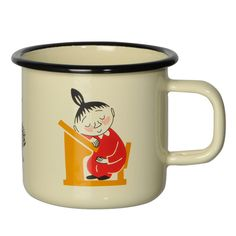 Vanilla colored Moomin enamel mug, featuring characters from the Moominvalley. Muurla combines design with durability in this retro enamel mug.