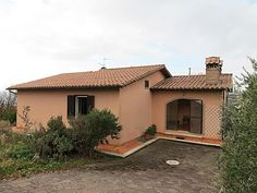 Near Orvieto we propose you a panoramic villa with about 5 hectares of land.€330000