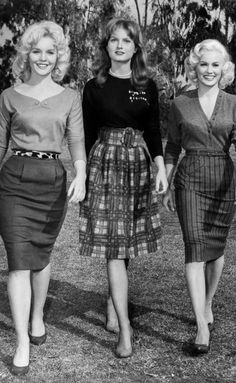 SEX KITTENS GO TO COLLEGE - Tuesday Weld, Mijanou Bardot & Mamie Van Doren - Directed by Alfred Zugsmith - aLLIE Artists - Publicity Still movie star bombshell hollywood late early day wear skirt sweater shoes hairstyle wool knit plaid stripes Vintage Fashion 1950s, 1960s Fashion, Mode Vintage, Vintage Ladies, Fashion Fashion, Club Fashion, Fashion Stores, Fashion Boots, Fashion Outfits