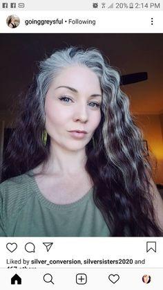 Grey Curly Hair, Long Gray Hair, Curly Hair Styles, Grey Hair Model, Grey Hair Transformation, Grey Hair Inspiration, Gray Hair Growing Out, Salt And Pepper Hair, Peinados Pin Up