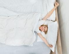 Nous oublions trop souvent de bien nous étirer et pourtant, c'est bon pour le corps et l'esprit. Après une longue période d'inactivité, les étirements vont déverrouiller vos articulations et allonger vos muscles, pour un réveil tout en douceur.