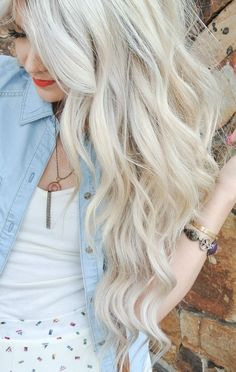 Pale ash blonde with extensions messy waves blonde hair shades in 2019 hair Love Hair, Gorgeous Hair, White Blonde, Ash Blonde, Light Blonde, Blonde Color, Blonde Hair Shades, Hair Affair, Hair Dos