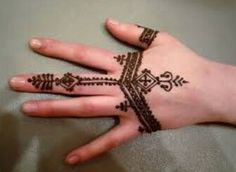 Henna tattoos: photos, designs, how you can make them and handle them Hand Mehndi, Heena Design, Mehndi Designs, Tattoo Designs, Henna Pie, Common Tattoos, Beautiful Henna Designs, Hand Wrist, Henna Designs