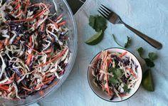 Salade de chou avec de la coriandre fraîche et sa vinaigrette crémeuse à la lime et au lait de coco...