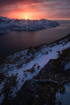 On the edge. photo by Federico Bottos ( on Unsplash Landscape Wallpaper, Nature Wallpaper, Wallpaper Backgrounds, Iphone Wallpapers, Sunset Wallpaper, Beautiful Tumblr, Beautiful Pictures, Beautiful Places, Gardens
