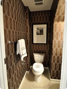 Bold pattern wall paper for the bathroom