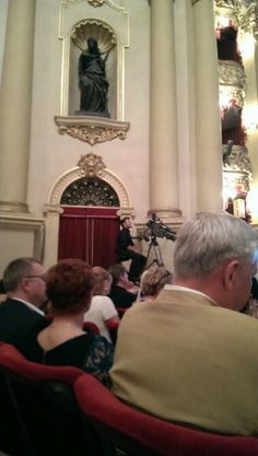 Waiting for the Operalia final concert to commence, live broadcasting.