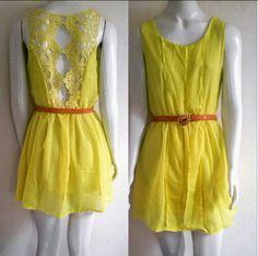 Vestido amarelo com renda nas costas