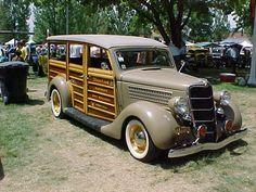 1935 Ford Woody Wagon.jpg