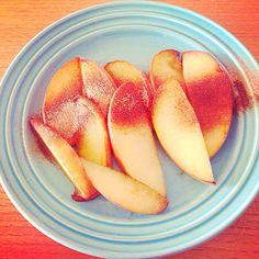リンゴのココナッツオイル炒めonシナモンシュガー