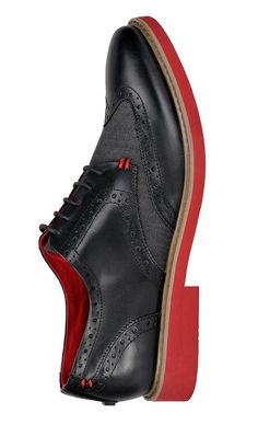 Calling all fashion-savvy gentlemen: Take your look to a chic new level with these fancy Brocade oxford shoes with coloured lining, wingtip cap toe, tone on tone stitching, and leather detailing. An absolute must.