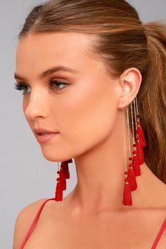 Gold Jewelry Be free to be you in the Soul of a Gypsy Gold and Red Tassel Ear Cuff! Stunning red beads and tassels dangle from shiny gold chains on this unique ear cuff. Ear Jewelry, Cute Jewelry, Crystal Jewelry, Jewellery, Trendy Jewelry, Jewelry Bracelets, Jewelry Ideas, Beaded Earrings, Beaded Jewelry
