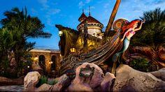 Un mascarón de proa de Ariel se puede ver frente a la atracción Under the Sea ~ Journey of the Little Mermaid