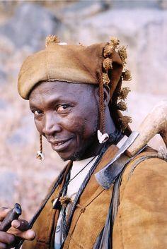 Africa | Dogon hunter.  Bandiagara escarpment, Segou, Dogon Country, south Mali | © Krzysztof Pakulski